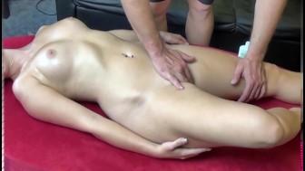 Perverse Massage - deutsche Blondine gefickt!