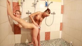 Lesbischer Duschspass