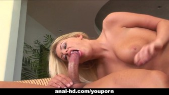 Dreamy blondy Riley Evans moans during rough sex