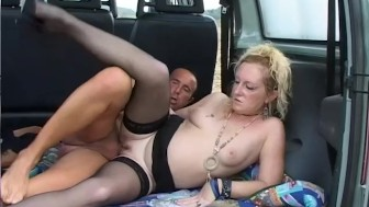 Boning mature blonde in the trunk - Telsev