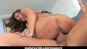 Foxy milf Sky Taylor loves that big cock