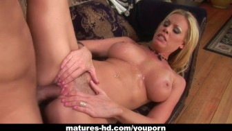 WIld MILF Nicole Sheridan has a steamy ride