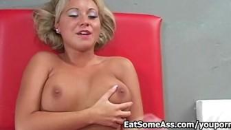 Ass Eater Jasmine Tame slurps bunghole for a cum facial