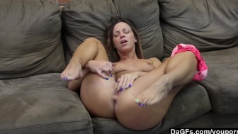 Girlfriend Cumming On Her Mom's Couch