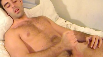 Hunk sexy guy get shaked his huge cock by me !