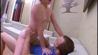 Elle frotte son clito avec une enorme envie de baiser !!! French amateur