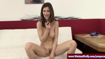 Solo brunette toying her big taco