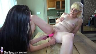 Brunette lesbian Girl and blonde lesbian Mature have long dildo