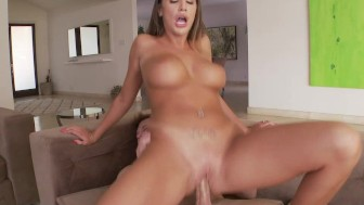 Smoking hot August Ames enjoys a good hardcore sex