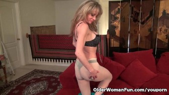 New pantyhose get mom Raquel's hormones out of control