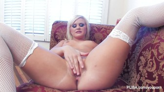 Kelly Surfer plays with her pussy