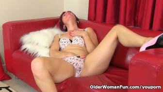 British milf Penny can't control her throbbing pussy