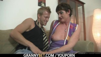 Old mom spreads legs for young cock