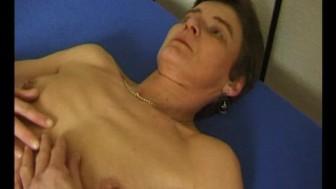 Older milf get's naked for the camera - Julia Reaves