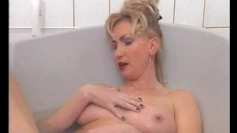 Masturbating in the bathtub - Julia Reaves