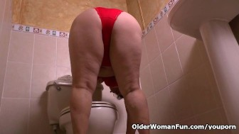 Granny Maribel s cleaning turns into a masturbation fest