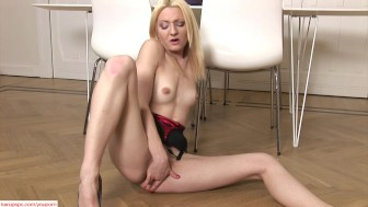 Blonde Babe Betty Lyn Masturbating