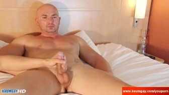 My str8 friend made a porn: watch his huge cock gets wanked by a guy!