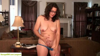 Curvy Wife Gianna Jones Spreads Bush