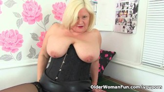 A rare sight gilf georgie cleaning 10
