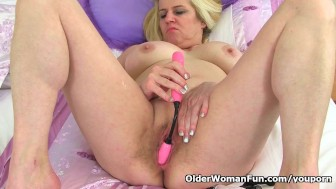 British milf Tori stuffs her pussy with sex toy