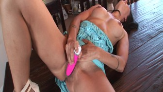 Cougar Pets Herself With A Sex-Toy - Razor Films