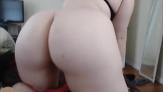 Look at the big ass on this pawg