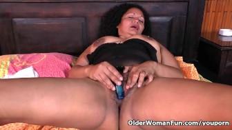 Latina milf Sharon needs a masturbation break