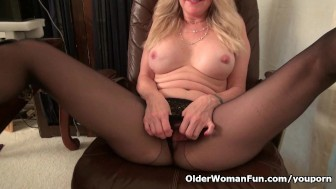 Office milf Eva Griffin gives her pussy a treat