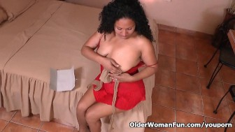 Latina milf Sharon masturbates in nylon pantyhose