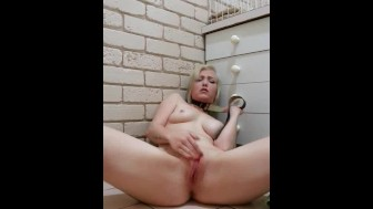 Hot Blonde Babe Masturbate and Squirt on Cam.avi