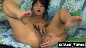 MILF Tara Fingering Her Snatch