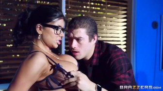 Romi Rain gives a footjob at school - Brazzers