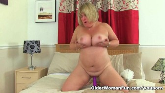 British milf Melons Marie plays with a dildo