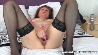 English gilf Pandora puts her dildos to work