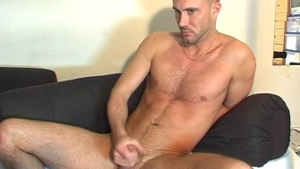 Paul A innocent delivery str8 guy serviced his big cock by a guy!