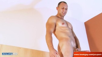 Seb Handsome delivery guy serviced in spite of him !