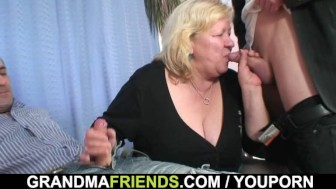 Double penetration for huge grandma
