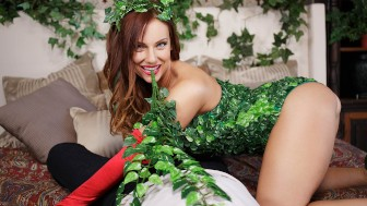 VR Cosplay X Poison Ivy Gets Her Green Bush Prodded POV Hardcore Parody