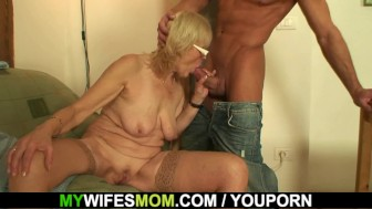 Fucking old girlfriends mother pussy on the table