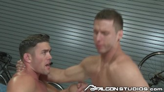 Major Hunk Ryan Rose Stuffs Rod's Ass with Cock