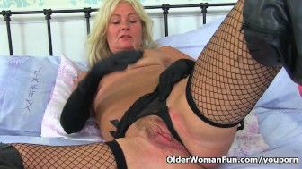 British milf Ellen feeds her hungry cunt a banana