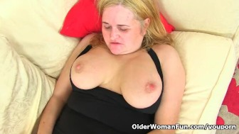 uk gilf kimmy cums gives her old pussy a dildo treat