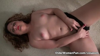 American milf Vanessa Jones gets naughty in black nylon