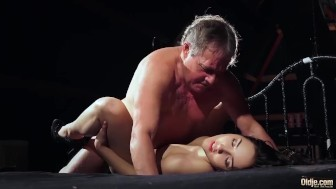 My step sister looks for daddy love has sex with old man repairman pussy