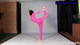 Flexyteen Violeta does gymnastics