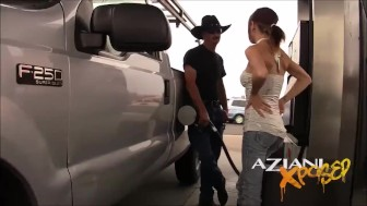 Aziani Xposed Slut offers random guy in public a blowjob for gas money