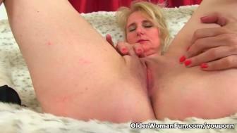 british milf diana fingers her shaven cunt