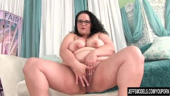 Big boobed btw Jessica Lust uses sex toys