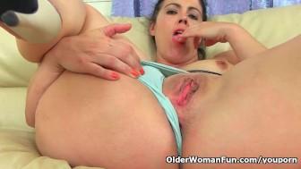 Spanish milf Montse Swinger finger fucks her sweet cunt